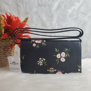 HAYDEN FOLDOVER CROSSBODY CLUTCH WITH TOSSED DAISY